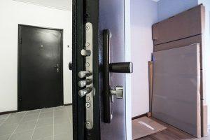 puerta acorazada con hoja de acero